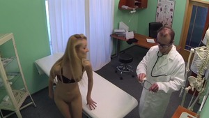 Skinny blonde haired pussy fuck