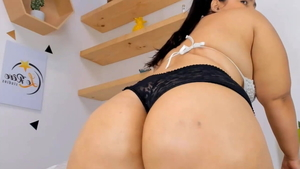 Big butt & thick amateur squirt on web-cam