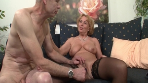 Hairy deutsch couple has a thing for sex in stockings