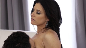 Hot India Summer ass to mouth
