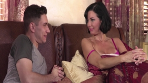 Squirts with cougar Veronica Avluv amongst Brad Knight