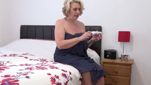Saggy tits aunt fingering in HD
