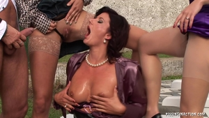 MILF pissing outdoors