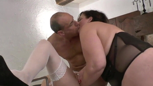 Granny rushes fingering in HD