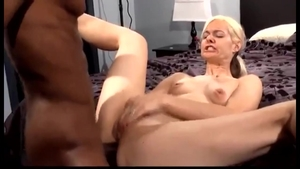 Teen chick Alanna Thomas pussy eating