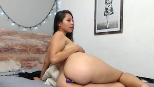 Masturbation live on cam escorted by big ass colombian amateur