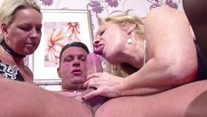 Threesome starring deutsch MILF
